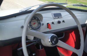 Binnenkant Fiat 500 oldtimer trouwauto